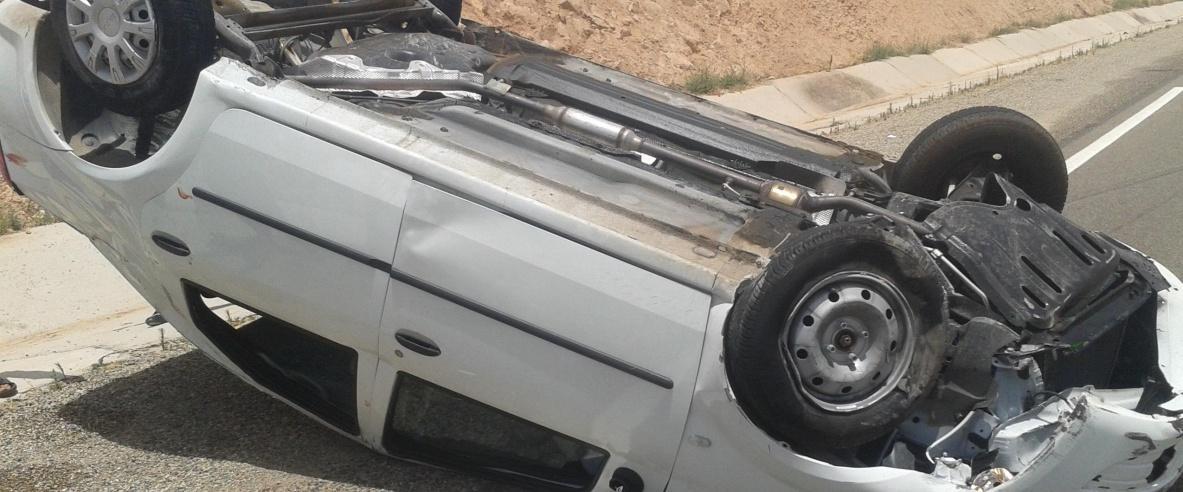 اصابة 4 مواطنين اثر انقلاب مركبة شمال الخليل