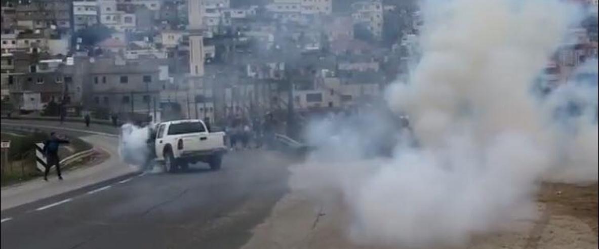الاحتلال يغلق مداخل كلية العروب واصابات بالاختناق
