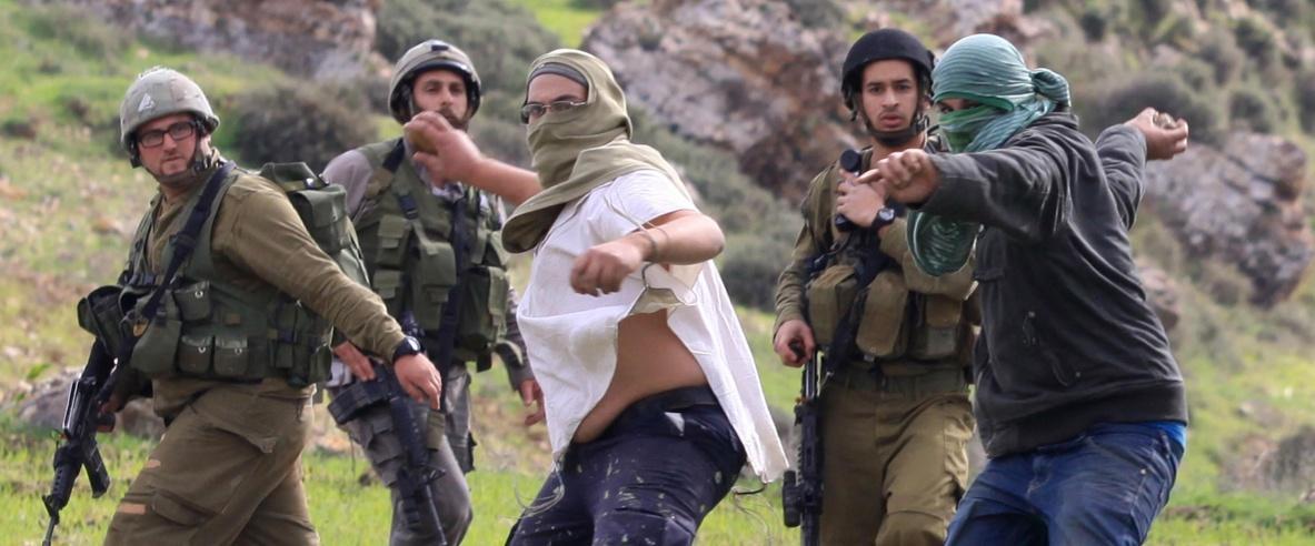 مستوطنون يهاجمون مجموعة جوالة