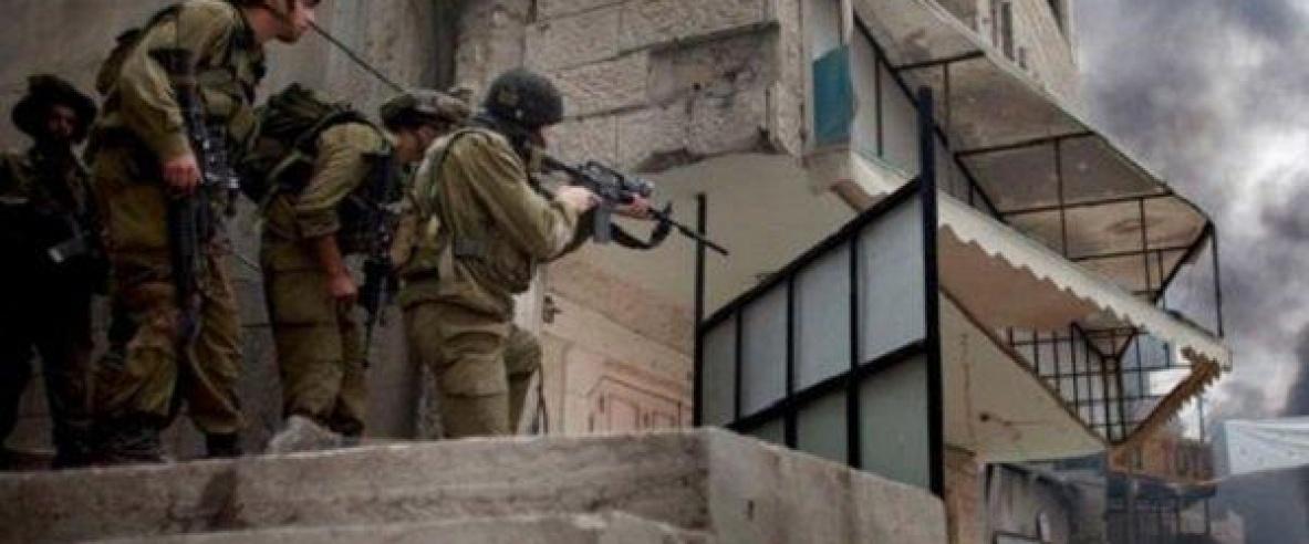 الاحتلال يقتحم منزلا في الخليل ويعتدي بالضرب على ساكنيه