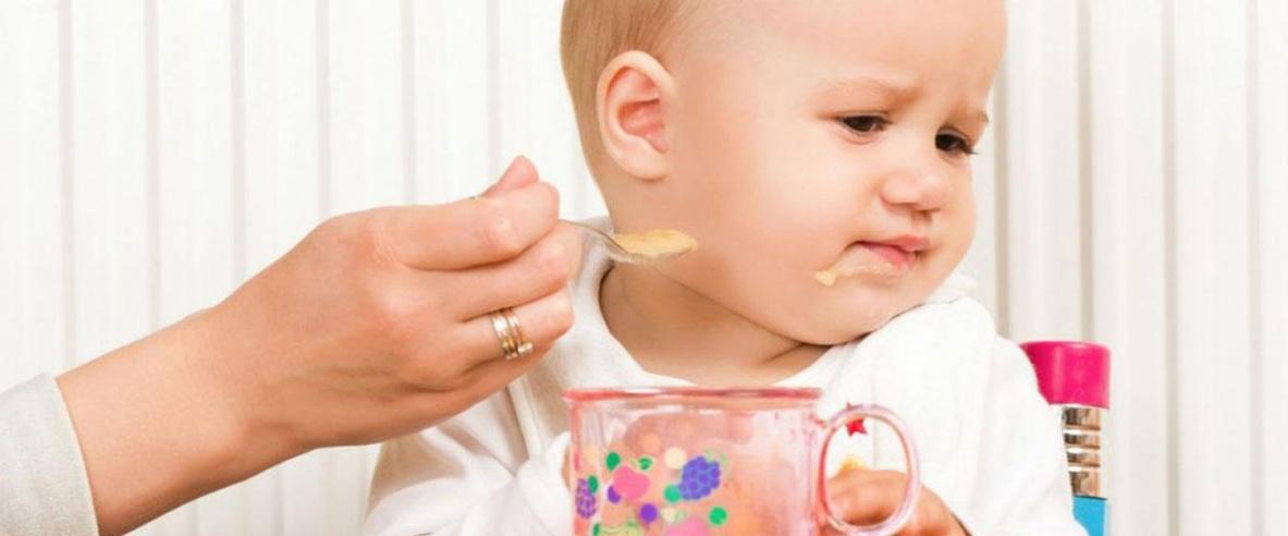 كيف نتصرف إذا لم يرغب الطفل في الأكل؟