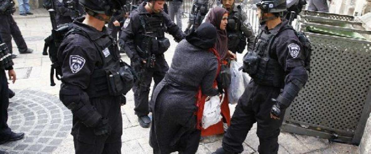 الاحتلال يبعد مُسنة ومقدسيين عن المسجد الأقصى