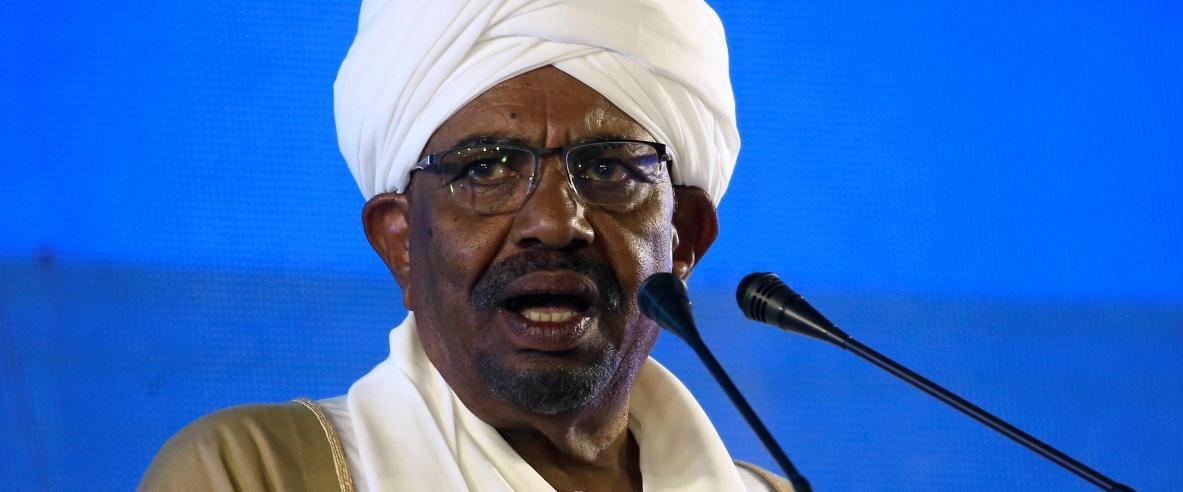 نقل الرئيس السوداني السابق عمر البشير إلى السجن