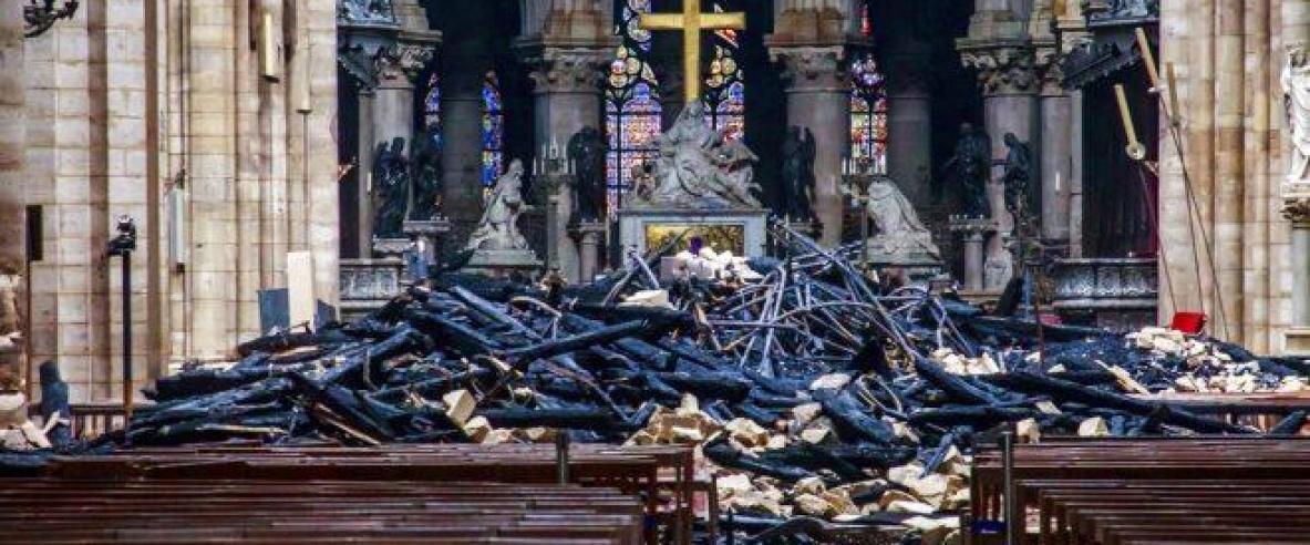 تماس كهربائي تسبب بحريق كاتدرائية نوتردام