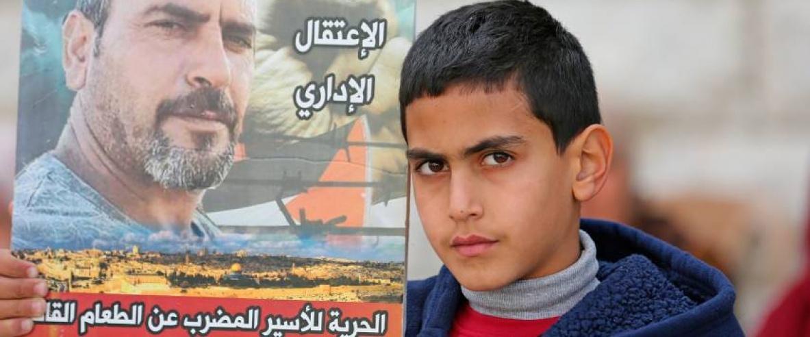 وضعه الصحي في غاية الخطورة: الأسير أحمد زهران يواصل إضرابه لليوم الـ 111