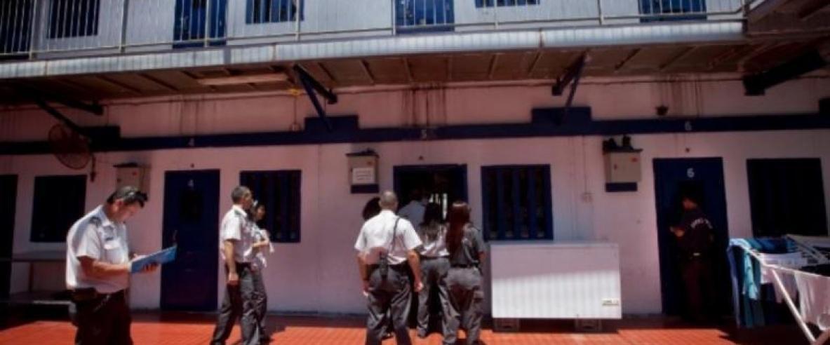 إدارة سجون الاحتلال تبلغ الأسرى بقرارها نقل 60 أسيرا قاصرا إلى
