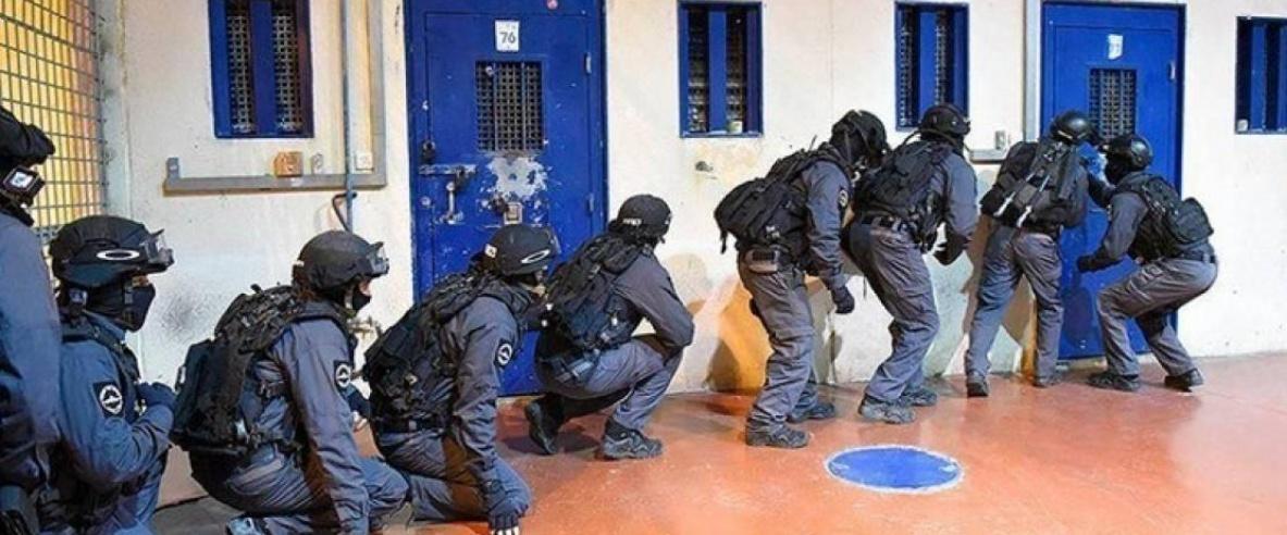 قوات القمع تقتحم قسم (5) في سجن