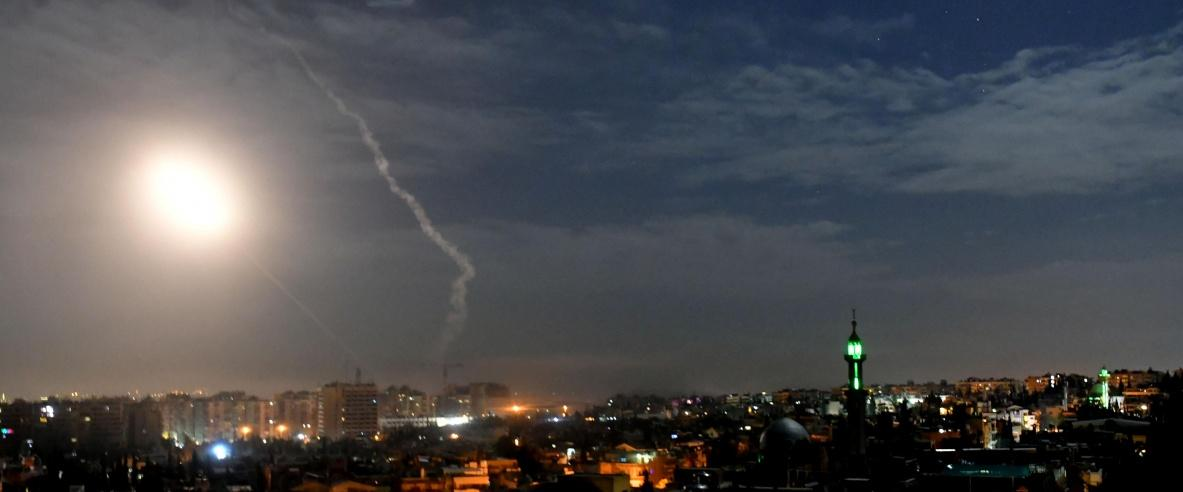 التلفزيون السوري: الدفاعات الجوية تتصدى لهجوم إسرائيلي في محيط دمشق