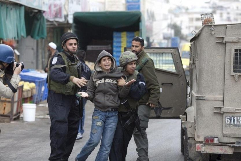 الاحتلال يعتقل ثلاثة شبان من الزاوية وطفلين من العيسوية