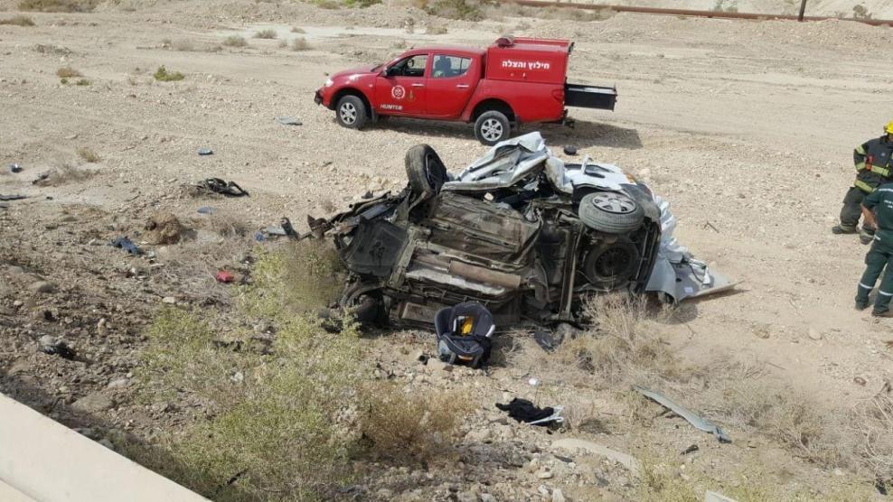 مصرع 6 أطفال وأبويهما بحادث سير قرب البحر الميت