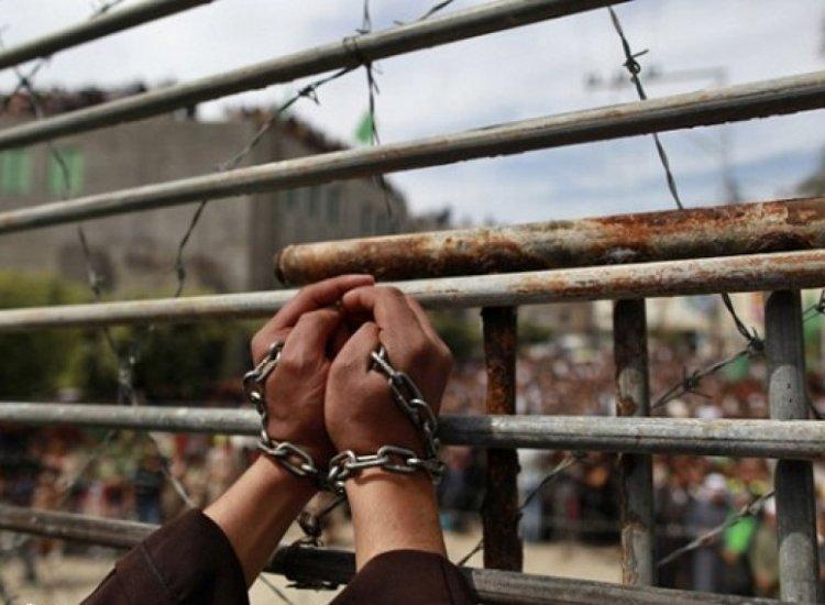 قوات القمع تقتحم قسم (4) في معتقل ريمون وتنقل الأسرى