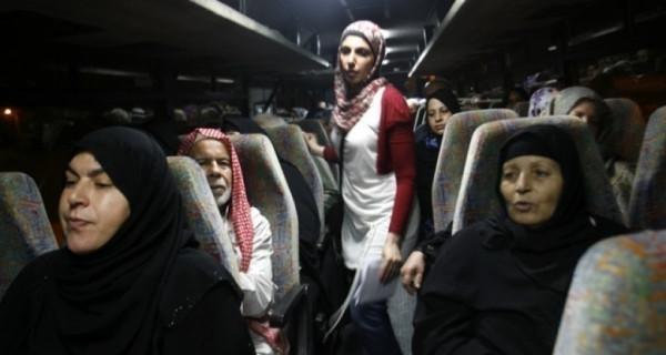 """11 من اهالي اسرى غزة يزورون ابناءهم في سجن """"نفحة"""""""
