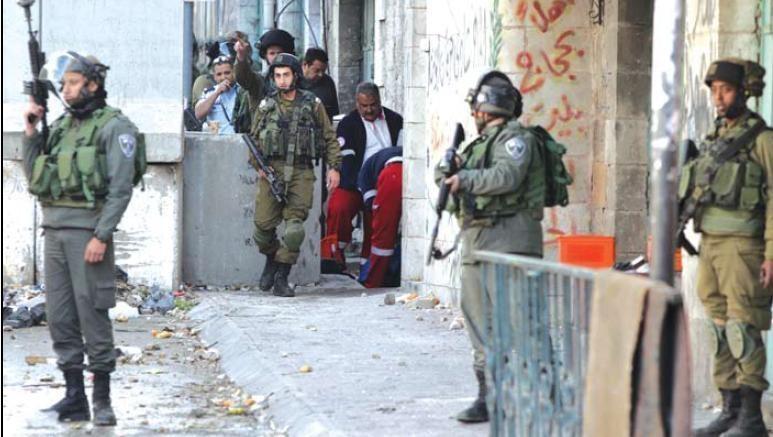 إصابة معلم وطلبة بالاختناق جراء اقتحام الاحتلال مدرسة الخليل الأساسية