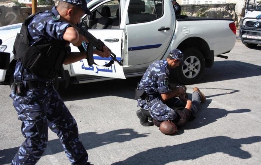 الامن في بيت لحم يحاول السيطرة على شبان غاضبون على خلفية مقتل امراة