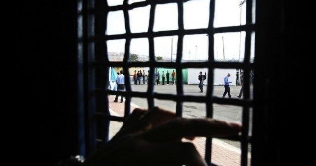 مئات الأسرى يشرعون بالإضراب المفتوح وإعلان النفير العام بكافة السجون