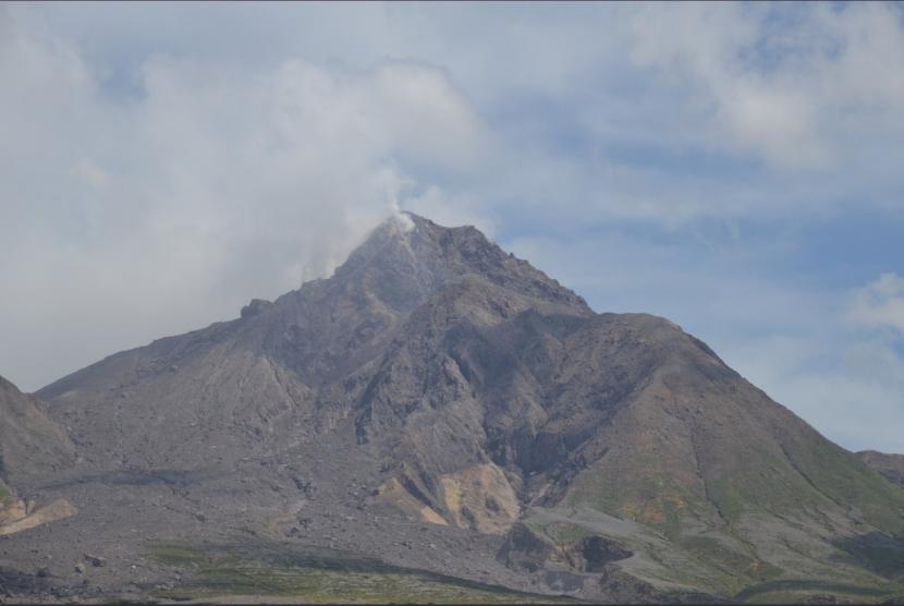 ثوران بركان سترومبولي يتسبب في حرائق