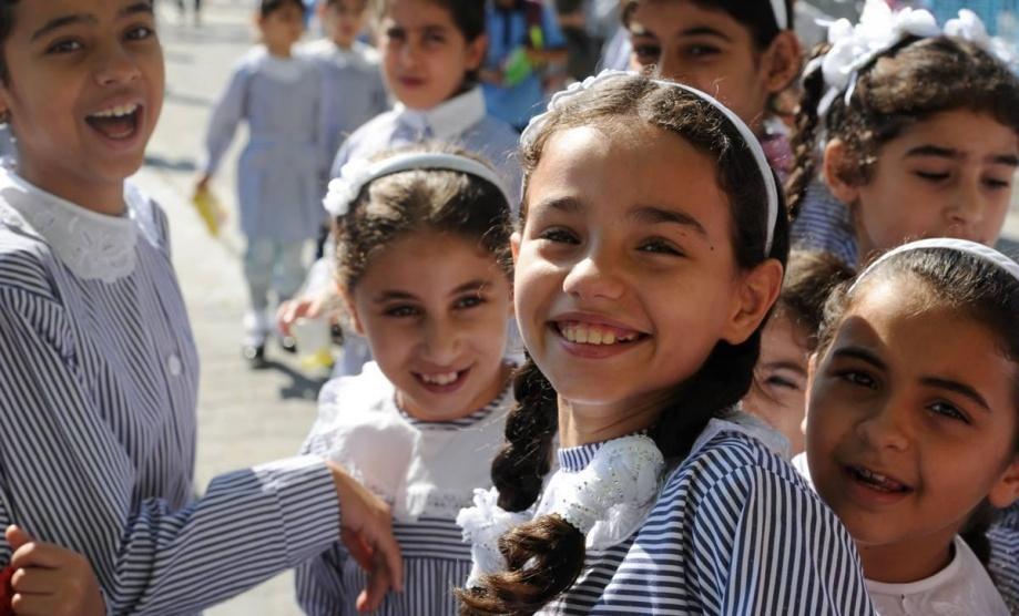 الازمة المالية تهدد انطلاق العام الدراسي في الضفة وغزة