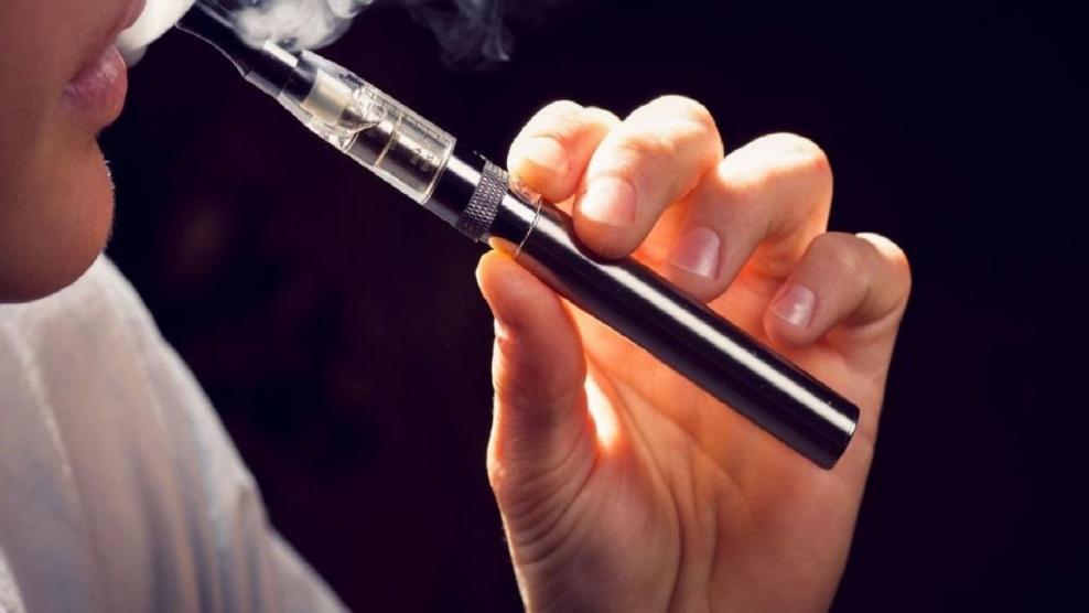 مرض غامض تسببه السجائر الإلكترونية