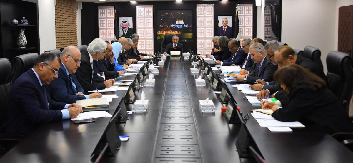 الحكومة تقرر تكليف الوزارات بتحديث بيانات موظفيها بغزة