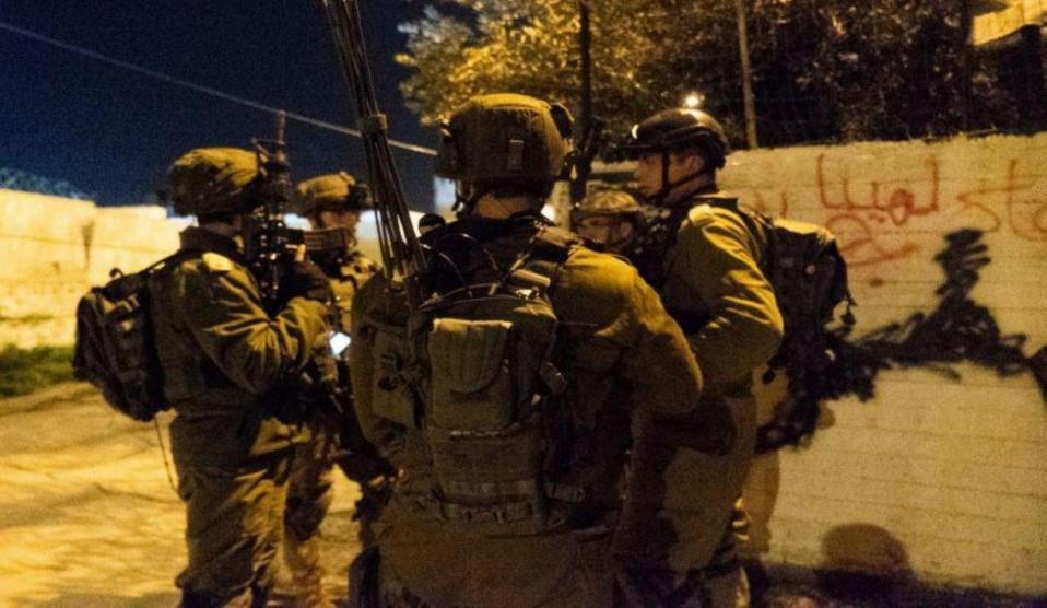 الاحتلال يعتقل مواطنين بالضفة