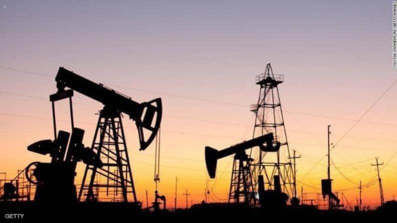 النفط يعود للارتفاع بعد خسائر