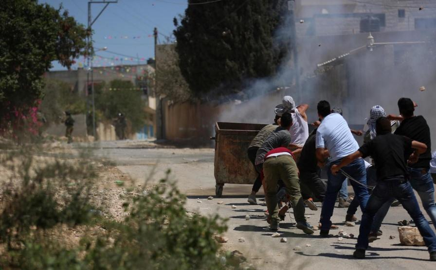 إصابة بالرصاص وعشرات الاختناقات بقمع الاحتلال مسيرة كفر قدوم