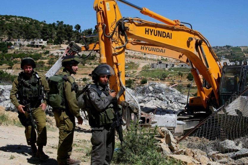 الاحتلال يخطر بهدم 4 منازل في الخليل