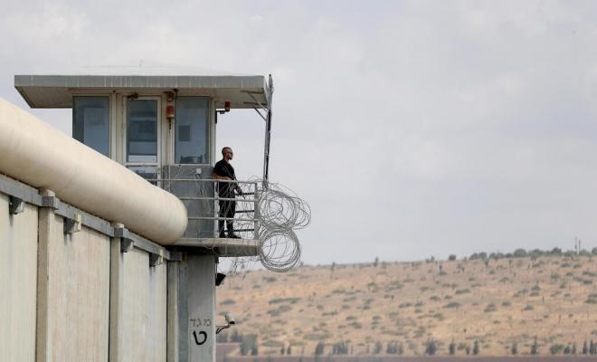 حماس تحذر: لا يمكن السكوت عن جرائم الاحتلال بحق الأسرى